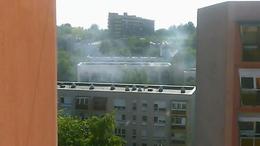 Tűz ütött ki egy negyedik emeleti erkélyen