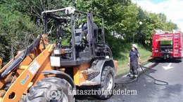 Kigyulladt egy rakodógép Kaposváron