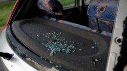 Betörte az autók szélvédőjét Balatonlellén