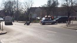 Motorost gázoltak a Honvéd utcában