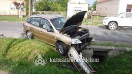 Három sérült a vasárnapi balesetben