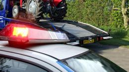 Autómentővel vitték a lopott traktort