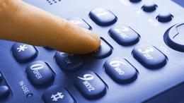 Telefonos csalásra figyelmeztet a biztosítók szövetsége