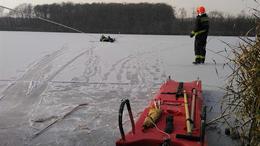 Beszakadt a jég egy korcsolyázó alatt a Desedán