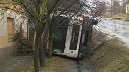 Árokba borul egy teherautó Kaposváron