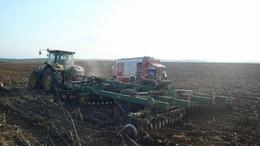 Traktort oltottak a tűzoltók