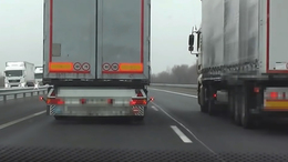 Életveszélyes előzések: még mindig sokat szabálytalankodnak a kamionosok