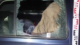 Betörte a kocsi ablakát, hogy lenyúljon egy cipőt
