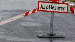 Bontják a burkolatot a Gróf Apponyi utcában