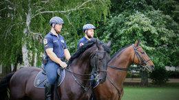 Lovas rendőrök is segítenek a Balatonnál