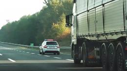 Rendőrök razziáztak az M7-esen