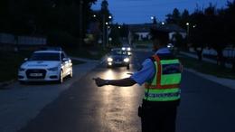250 sofőrt ellenőriztek a zsaruk péntek éjjel