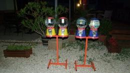 Vállukon vitték a játékautomatát