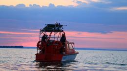 Tehetetlenül sodródó kishajót kellett menteni a Balatonon