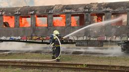 Lángok, füst, sérült és rémült utasok egy vonaton