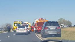 Két autó ütközött össze a 67-esen