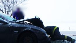Megcsúszott autók, frontális karambol