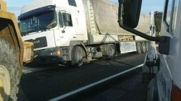 Árokba borult egy kamion Kaposfüreden
