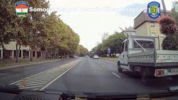 Civil autókból ellenőriztek a zsaruk