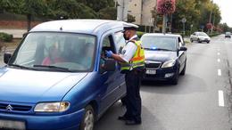 Civil rendőrautókkal vadásztak a szabályszegőkre