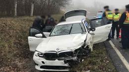 11 migráns lapult a BMW-ben