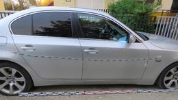 Kiszúrt gumi, megkarcolt autó