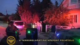 Pénzért kínáltak lányokat Kaposváron