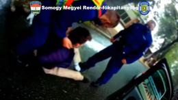 Testkamerával rögzítették a menekülő autós elfogását
