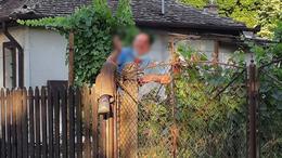 Szabadulásának napján, két liter bor után akadt fenn a kerítésen