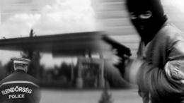 Fegyverrel raboltak ki egy lellei benzinkutat