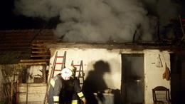 Teljesen leégett egy melléképület tetőszerkezete