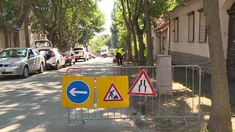 Elkezdődött a Gróf Apponyi Albert utca út- és járdafelújítása