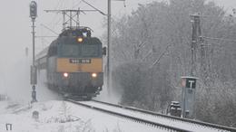 Jelentős késésekkel, de mindenhol járnak a vonatok