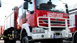 Szalagkorlátnak ütközött a kamion az M7-en