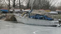 Hajó a Balaton jegében