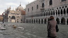 Velence már három napja vízben áll