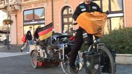 Siófokon járt a világutazó bringás