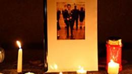 Pislákoló mécsesek emlékeztetnek a kaposvári áldozatra