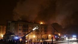 Több óráig lángolt a Hotel Karos