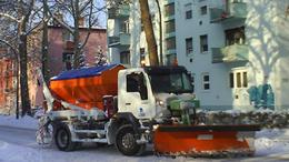 Szállingózik a hó, a közlekedés zavartalan