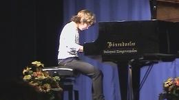 Csutorás Karolina - kaposvári lány a zongoránál