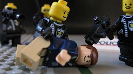 Fejbe dobták a rendőrt Siófokon