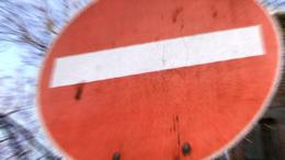 Dühös autós vitte el a jelzőtáblákat?