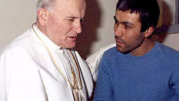 Szabadlábon a pápa merénylője