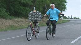 Világszám mutatvány kaszákkal és két kerékpárral - videóval!