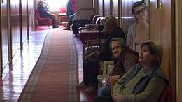 Eladósodott idősek