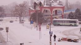 24 órás ügyelettel és hókotrókkal várják a havazást