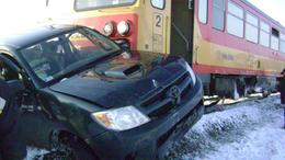 Mozdony és gépkocsi ütközött Ádándnál