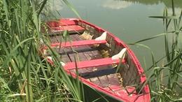 Csónakot loptak a srácok