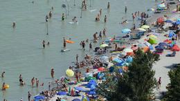 Nyitnak a balatoni fizetős strandok a hosszú hétvégén